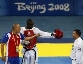 Олимпийски шампион беше изхвърлен от таекуондото до живот, след като удари съдия