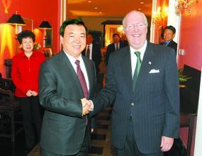 Американският посланик поиска свобода за протестантите в Пекин