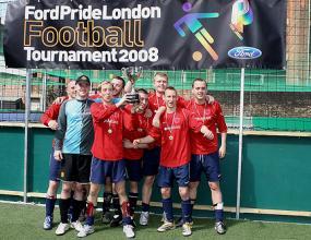 Англия стана световен шампион... при гейовете