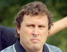 Вили Вуцов още е треньор на Левски