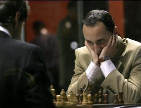 Топалов победи световния шампион Ананд