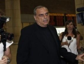Боби преговаря с Аврам Грант