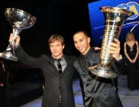 Хамилтън получи трофея за титлата в Монако