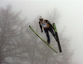 Швейцарецът Симон Аман спечели трета победа в ски-скока