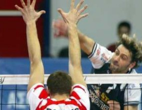 Уникално! Български волейболист играе едновременно в два мача в Гърция и Франция