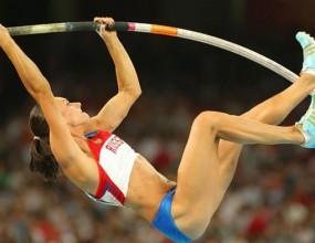 Исинбаева постави нов световен рекорд на овчарски скок в зала