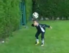 Челси и Реал (Мадрид) в спор за 6-годишен - вижте видео на феномена