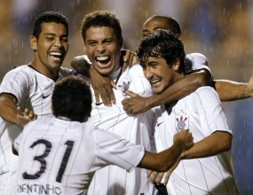 Роналдо отново герой за Коринтианс и подлуди Бразилия