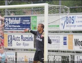 Ники Михайлов се завърна без гол и с жълт картон