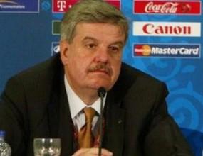 УЕФА поставя ограничение за броя на играчите в клубовете