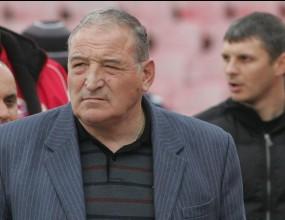 Димитър Пенев: Левски се страхува от ЦСКА, затова скача на съдията