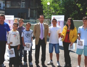 Топалов участва в дарение на огромен шах за СМГ