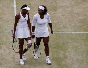 Сестрите Уилямс се класираха на финала на двойки