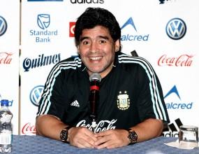 Марадона: Марадона остава начело на Аржентина