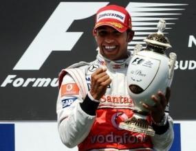 Хамилтън развълнуван от възможността да кара срещу Шумахер
