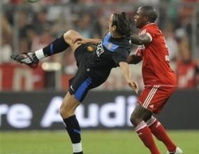 Байерн тресна Юнайтед с дузпи, Берба удари греда