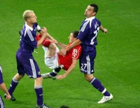 Халф в Белгия наказан за 10 мача заради зверска контузия