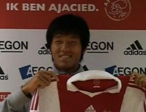 Аякс подписа с кореец