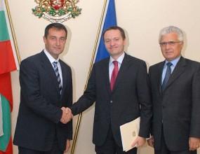 България преподписа договора за сътрудничество с Румъния