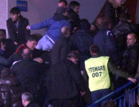 Сини фенове се опитаха да пребият хора на Литекс - само в Sportal.bg ВИДЕО от боя