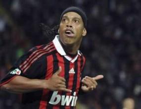 Милан: Роналдиньо остава
