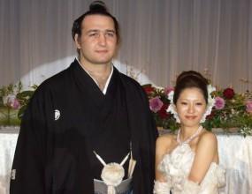Котоошу води съпругата си на европейското по сумо във Варна