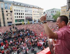 Байерн обявява новия договор на Рибери на купона в неделя