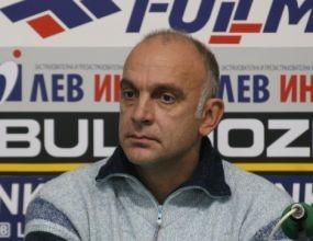 Иван Ценов награди участници в стрийтбол в Казанлък