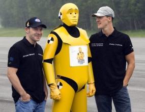 Мерцедес гледат към 2011 година, Шумахер остава