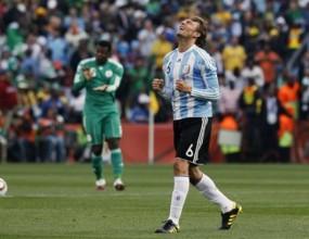 Аржентина тръгна с победа и камара пропуски (видео)