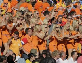 ФИФА изгони фенки на Холандия от стадиона