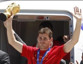 Световните шампиони кацнаха в Мадрид, посрещат ги като божества