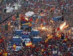 Грандиозна жълто-червена фиеста заля и обедини Испания