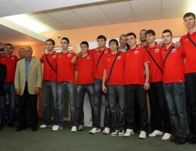 Министър Нейков награди младежите и световните шампиони по борба