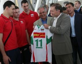 Спонсор пожела успех на волейболистите