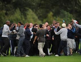 Тълпа от фенове едва не отнесе Меси в Лондон (видео)
