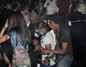 Купонът на Левски след историческата победа - Жо сваля манекенки с рози (снимки)