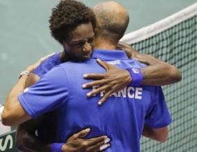 Франция води на Аржентина на полуфиналите за купа Дейвис