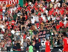 Феновете на ЦСКА потрошиха стадиона на Славия (видео)