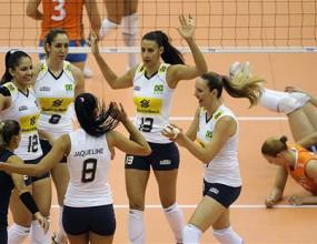 Фаворитите продължават без загуби на СП по волейбол за жени