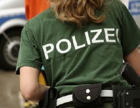 Полицайка преби две футболистки за нарушение