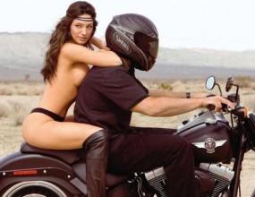 Кели Брук мечтае да прекосява пустини с мотор