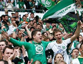Играчите на Волфсбург плащат пътуването на феновете за мача с Щутгарт