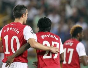 Арсенал надживя шока и влезе в групите (видео)