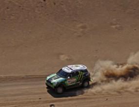 Ден 12: Петерхансел удържа лидерството си въпреки забавяне в дюните