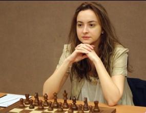 Антоанета Стефанова започна с победа на европейското първенство по шахмат