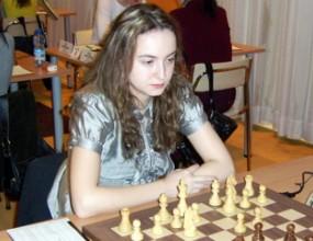 Антоанета Стефанова с реми в третия кръг