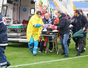 Трагедия в Италия: футболист почина след сърдечен арест по време на мач (видео)