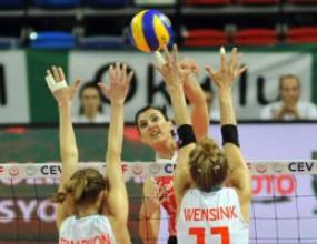 Турция загря за България с 3:0 над Холандия