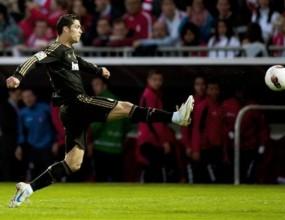 Шампионът Реал Мадрид би драматично и гони изумителните 100 точки (видео)